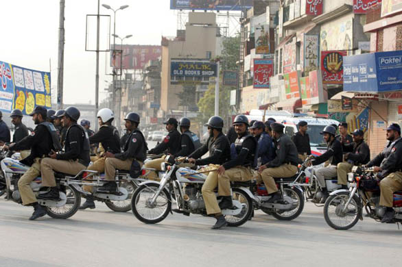 GD5258017@Pakistani riot police 4313 - ~* Pic Of The Day 30th Dec 09 *~