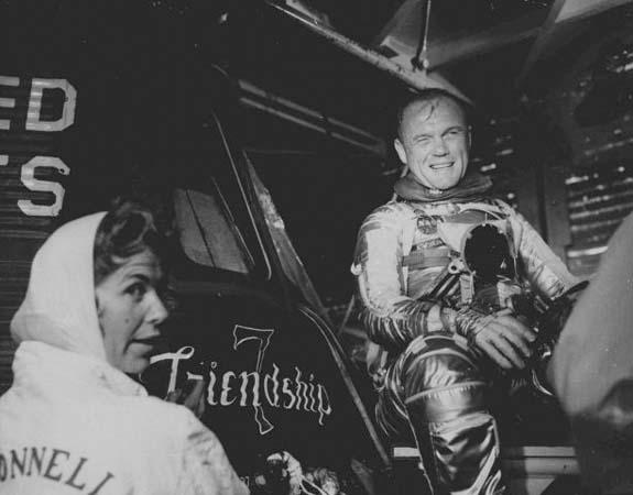 [Obrazek: PD4335939@Astronaut-John-Glenn--8986.jpg]