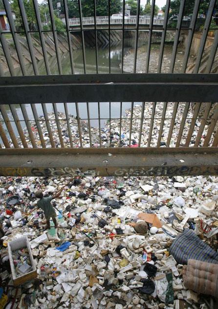 Rubbish problem in Jakarta