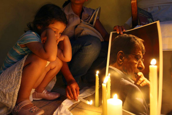 candle-lit vigil for the ate Palestinian poet Mahmoud Darwish