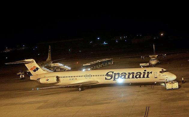 西班牙斯潘航空公司的一架载有172名乘客的麦道md-82飞机,在起飞时