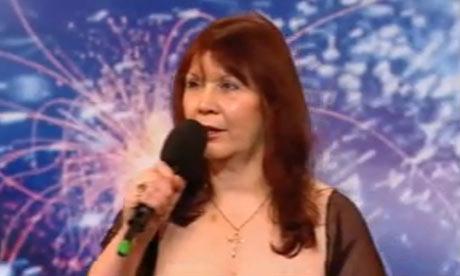«Britain's Got Talent»-deltakeren Emma Amelia Pearl Czikai, saksøker dommer Simon Cowell thumbnail