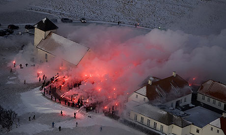 Hundreds of petitioners gather at the residence of Iceland's President Grimsson in Reykjavik