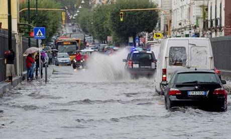 http://static.guim.co.uk/sys-images/Admin/BkFill/Default_image_group/2011/11/7/1320686941348/-Floods-in-Naples-007.jpg