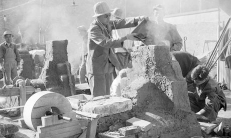 Constructing a rudimentary smelting steel furnace during the Great Leap Forward