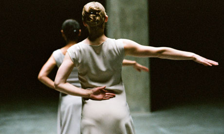a critique of fase a duet by anne teresa de keersmaeker The skinny scotland june 2016  visit tramway today to see choreographer anne teresa de keersmaeker's company  as does a critique of society's.
