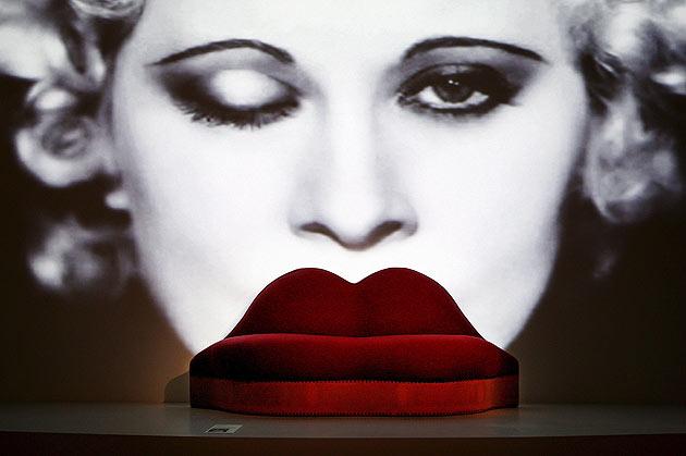 mae west lips sofa salvador dali 1937