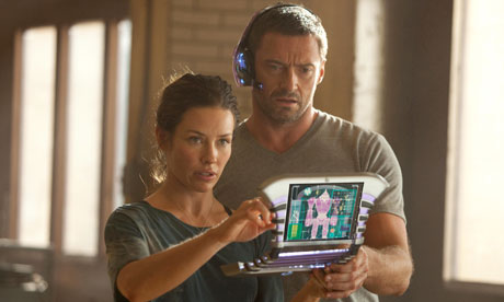 Evangeline Lilly and Hugh Jackman in Real Steel (2011).