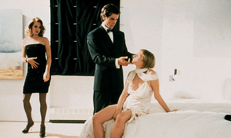 Krista Sutton, Christian Bale and Cara Seymore in American Psycho