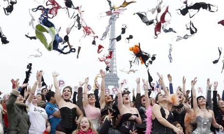 Bras being flung in the air in Paris