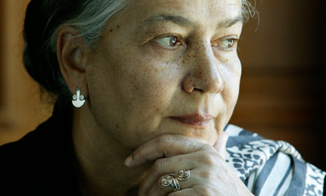style used by anita desai Extracts from this document introduction games at twilight q explore anita desai's intensely evocative, descriptive style in 'studies in the park' anita desai is a world renowned, indian novelist and short-story writer.
