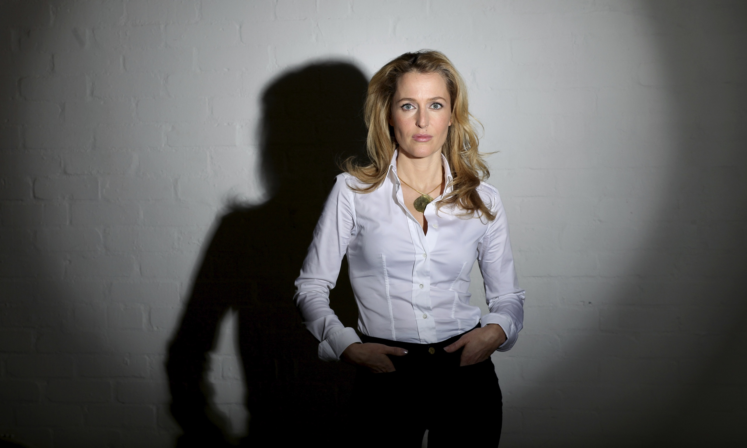 a biography of gillian anderson the x files star To most people she is still best known as the cool and analytical agent scully on the the x-files however gillian anderson has shown she is far less inhibited in real life, admitting she had.
