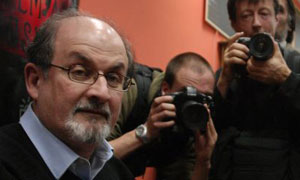 Salman Rushdie signs books in Budapest
