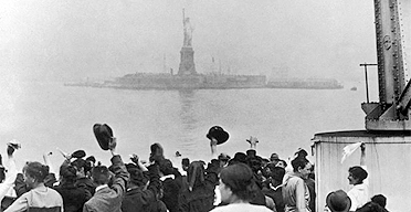 Edwin Levick's photograph of New York immigrants arriving at the Statue of Libert