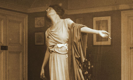 A actor strikes a theatrical pose, circa 1900.