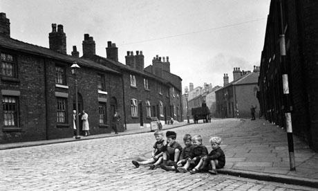 Children on a Wigan street in 1939