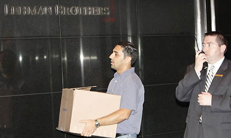 Lehman Brothers employees remove their belongings