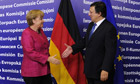 Angela Merkel and Jos Manuel Barroso shake hands
