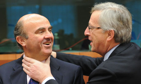 Luis de Guindos and Jean Claude Juncker at a eurogroup meeting in Brussels.