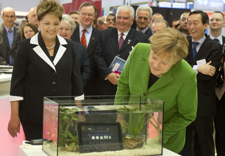 German Chancellor Angela Merkel (R) and Brazilian President Dilma Rousseff at CeBIT in Hanover.