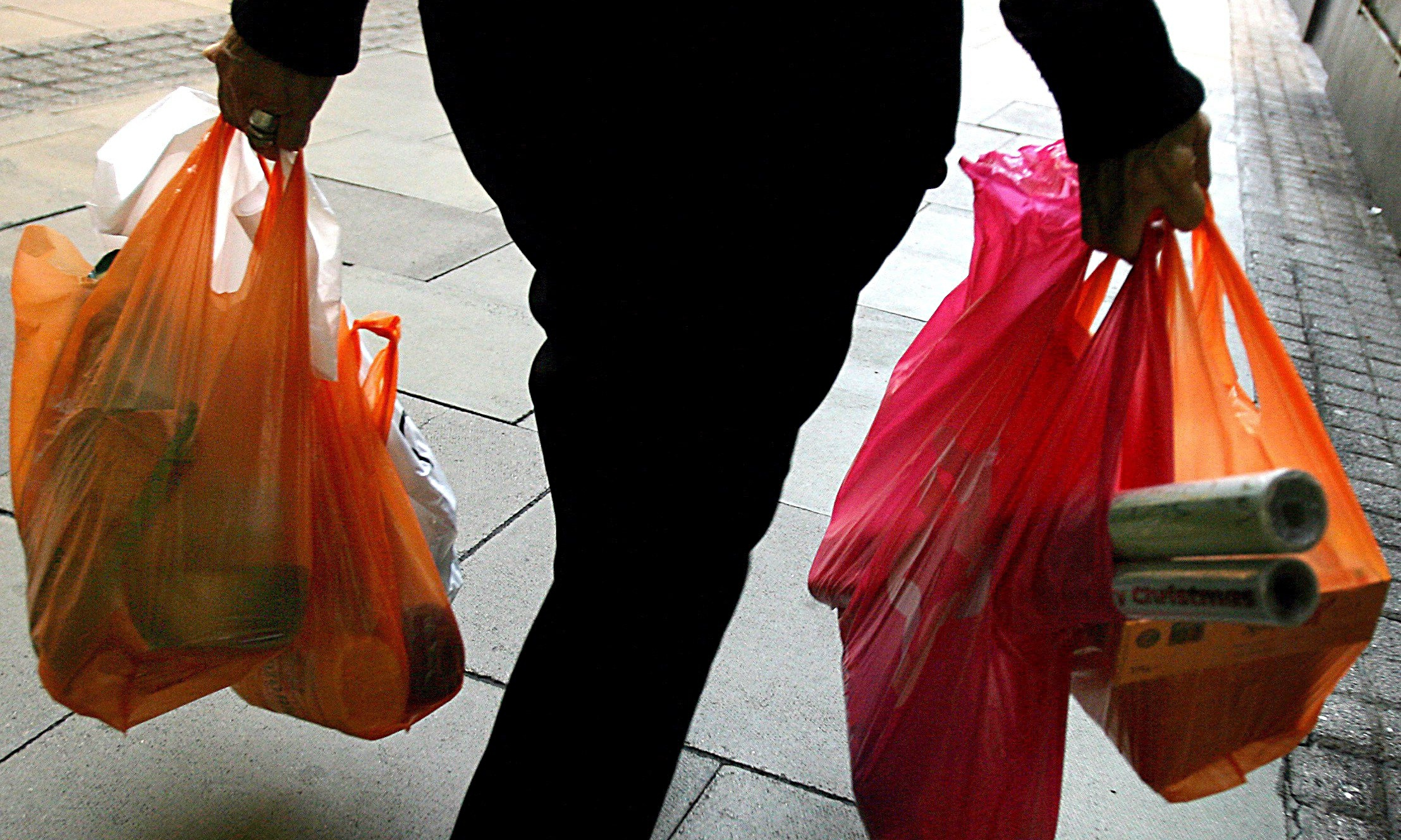 plastic bag usage Information for consumers on how to recycle plastic bags and film, including details on environmental impacts environmental impacts of plastic bag use and disposal.