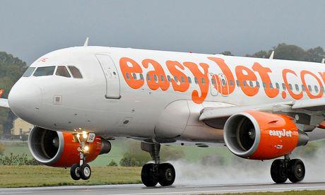 EasyJet plane landing at Luton airport