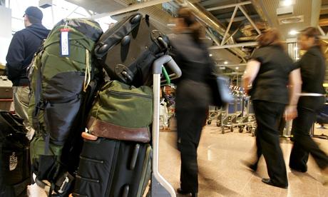 Heahtorw baggage handlers