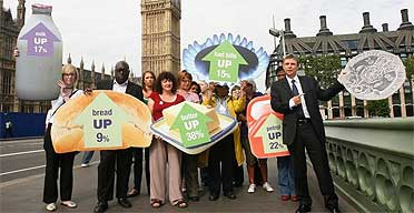 Unison general secretary Dave Prentis and local government strikers, July 16 2008