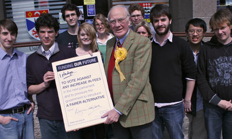 Menzies Campbell signs NUS tuition fees pledge