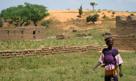 MDG Mali : Desertification on the outskirts of the town of Annakila