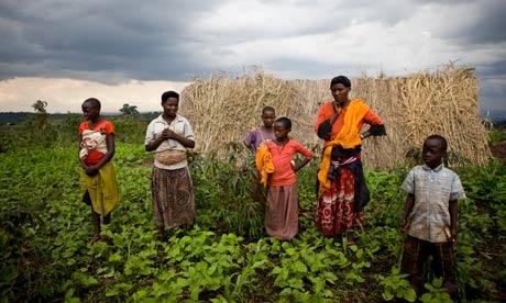 MDG : Land grab in Uganda : evicted family in Mubende District