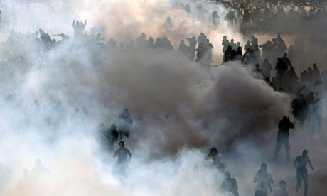 MDG : Protesters flee through a cloud of tear gas in Cairo