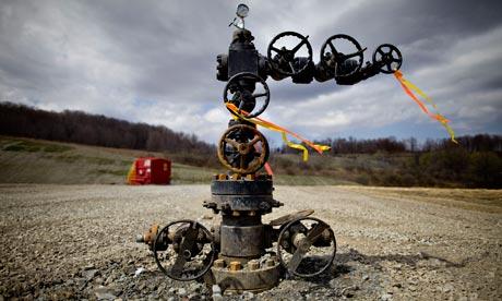 Shale Gas : A natural gas wellhead near Montrose, Pennsylvania,