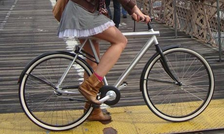 Bike blog : skirt on bike