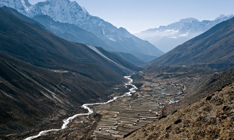 Suzanne oin Nepal : Dingboche village in foreground