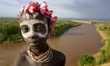 MDG : Ethiopia's Omo Valley Gibe dam : A young Karo boy