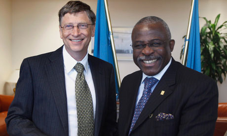 MDG : Bill Gates smiles next to IFAD President Kanayo F. Nwanze