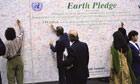 MDG : Rio+20 : 1992 Rio UNCED conference : Participants sign the Earth Pledge