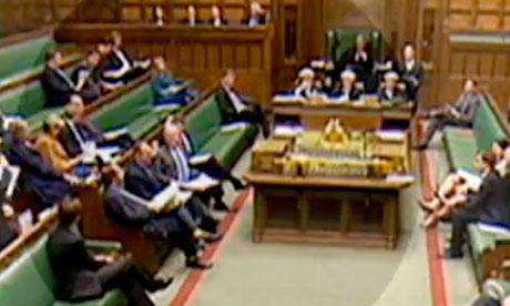 El ministro de Energía Charles Hendry, se sienta en Ed Davey