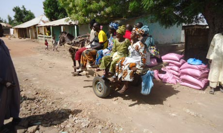 MDG : Sahel crisis : Gambia : Farmers receiving relief supplies in Central River Region