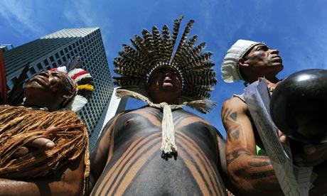 Rio+20 : Brazilian natives stand still in downtown Rio de Janeiro