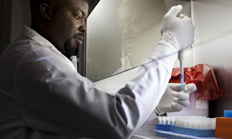 MDG : Scientist and doctors in Africa : A lab technican with pathogen samples in Cameroon
