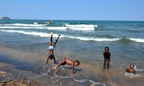 MDG : Malawi children and human trafficking : Children play along the Saga beach, at Lake Malawi