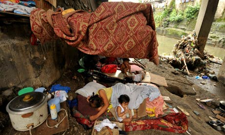 MDG: Shanty home under a bridge in Manila