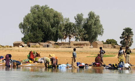 MDG : High Level panel post Millennium Development Goals : washing clothes in Niger River, Mali