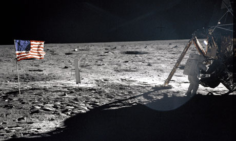 Planet Oz blog : Astronaut Neil A. Armstrong  Apollo XI mission commander walking on the moon