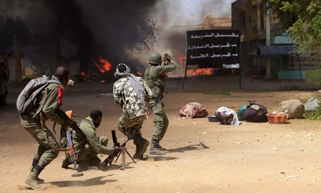 MDG : Conflicts in Africa : Malian soldiers fight while clashes erupted in the city of Gao, Mali
