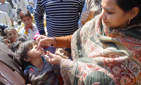 MDG : Unicef polio health worker during India's bi-annual immunisation campaign, Uttar Pradesh