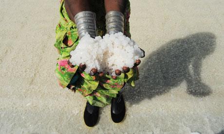 MDG : Salt in India : Women labour in the Santalpur region of Little Rann of Kutch, Gujarat