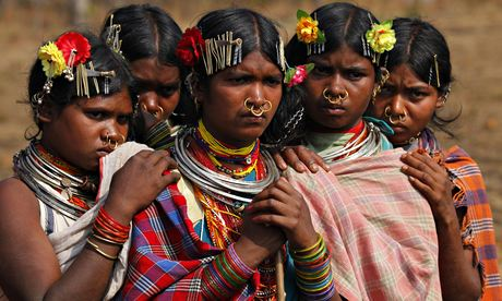 MDG : Members of the Dongria Kondh tribe gather on top of the Niyamgiri mountain, in India